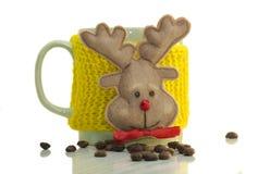 Tasse Kaffee und Rotwild Stockfoto