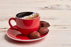 Tasse Kaffee und Schokoladen Stockfotos