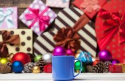 Tasse Kaffee und Spielwaren Lizenzfreie Stockbilder