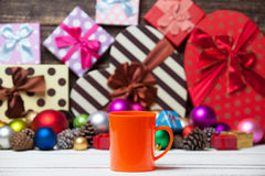 Tasse Kaffee und Spielwaren Lizenzfreie Stockfotografie