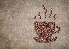 Tasse Kaffee von den Bohnen Lizenzfreie Stockfotos