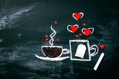 Tasse peinte de café et de thé sur un vieux tableau Amour ou Vale Photos libres de droits