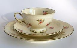 Tasse, soucoupe et plat de porcelaine photos libres de droits
