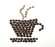 Tasse, soucoupe et vapeur de café, faites de haricots Images stock