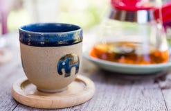 Tasse Tee auf Tabelle Stockfotos