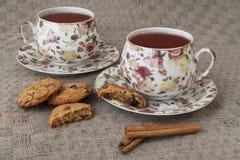 Tasse Tee mit Crackern und Zimt Stockbilder