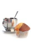 Tasse Tee mit einem Muffin lizenzfreies stockfoto