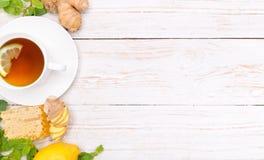 Tasse Tee mit Honig und Zitrone und Ingwer Lizenzfreies Stockfoto