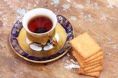 Tasse Tee mit Keks Stockfotografie