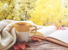Tasse Tee mit Notizblock Lizenzfreies Stockfoto