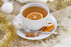 Tasse Tee mit Orange und Kuchen Lizenzfreies Stockfoto