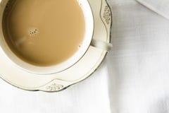 Tasse Tee mit Sahne stockfoto