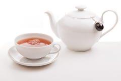 Tasse Tee mit Tepotentiometer Stockfotografie
