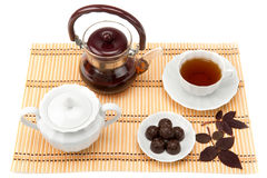 Tasse Tee und Bonbons in einem Saucer Lizenzfreies Stockbild