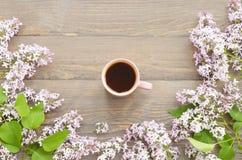 Tasse Tee und Flieder Lizenzfreie Stockbilder