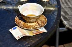 Tasse Tee und Spitzen Stockfoto