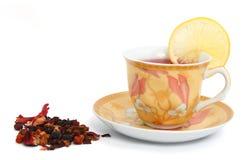 Tasse Tee und Zitronescheibe lizenzfreie stockfotografie