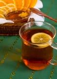 Tasse Tee und Zitrusfrüchte Stockfotos