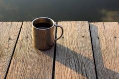 Tasse thermo avec du café photographie stock