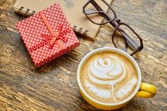 Tasse, verres et présent de café Images stock