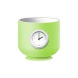 Tasse verte avec un cadran sur un fond blanc Image stock
