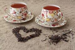 Tassen Tee mit dem Herzen gemacht von ihm Lizenzfreie Stockfotografie