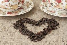 Tassen Tee mit dem Herzen gemacht von ihm Stockfotos