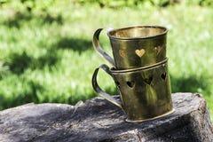 Tasses avec des formes de coeur Images stock