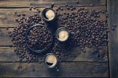 Tasses avec du café chaud Images stock