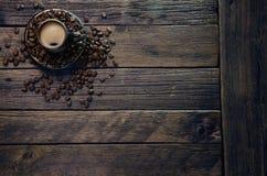 Tasses avec du café chaud Photos stock
