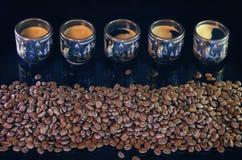 Tasses avec du café chaud Photos libres de droits