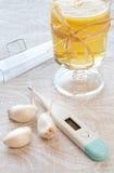 Tasses avec du thé de camomille Image stock
