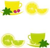 Tasses avec la menthe, le citron, la chaux et la framboise Photographie stock libre de droits