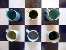 Tasses bleues et vertes images stock