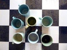 Tasses bleues et vertes images libres de droits