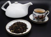 Tasses chinoises de thé vert et de porcelaine Photos libres de droits