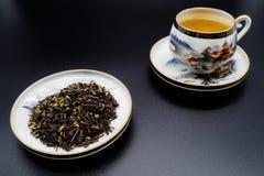Tasses chinoises de thé vert et de porcelaine Photographie stock
