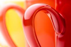 Tasses colorées lumineuses Photos libres de droits