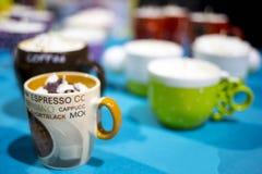 Tasses de café avec de la crème sur le dessus Photo libre de droits