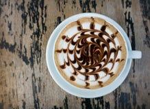 Tasses de café de moka sur la table en bois Photographie stock libre de droits
