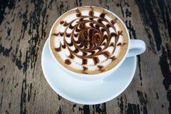 Tasses de café de moka sur la table en bois Photos libres de droits