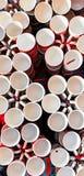 Tasses de café, tasses de différentes couleurs et conceptions images stock