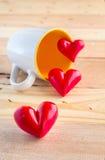 Tasses de café et de coeur de trois rouges Images stock