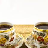 Tasses de thé de porcelaine avec le motif de fleur Images libres de droits
