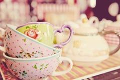 Tasses de thé de vintage images libres de droits
