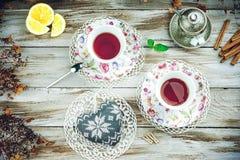 Tasses de vintage de tisane avec la forme de coeur Photographie stock
