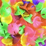 Tasses en plastique colorées pour le ballon de latex Photo libre de droits