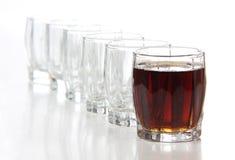Tasses en verre de whiskey Photos stock