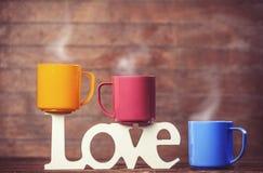 tasses et amour de mot Photos libres de droits
