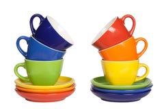 Tasses et soucoupes colorées de thé. Image libre de droits